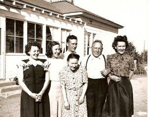 1946-mom,-daisy-mable-,-Walt-and-Grandparents
