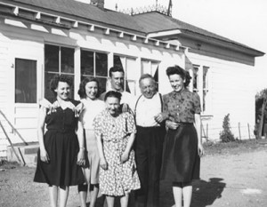 virginia-daisy-mabel-walter-and-their-parents-001